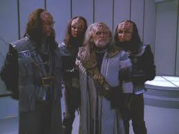 Kell surrounded by 3 other Klingons before being beamed back.