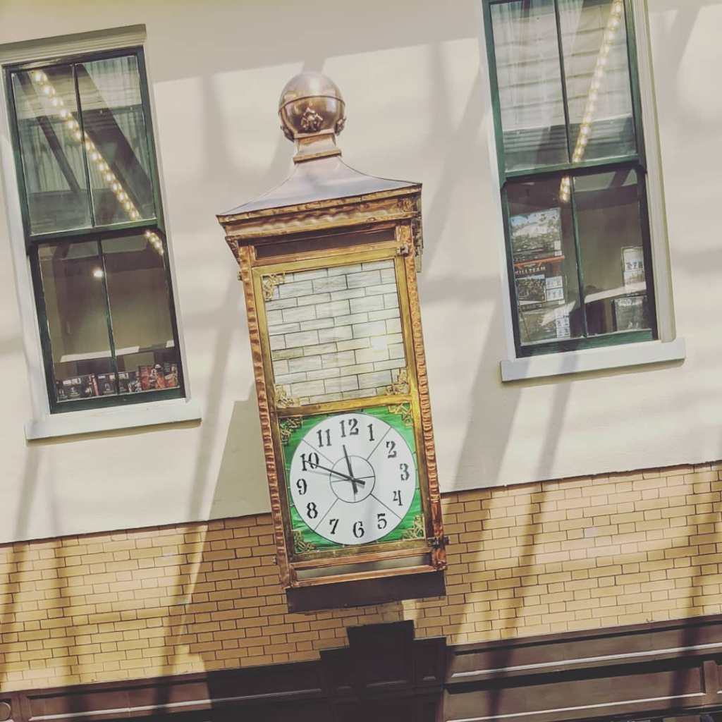 A picture of a clock at a hotel in Pensacola, FL.