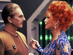 Lwaxana Troi and Odo meeting outside of his office
