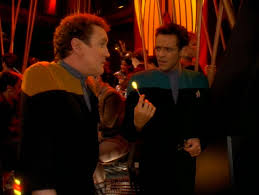O'Brien and Bashir playing darts in Quark's
