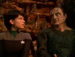 Ezri and Garak sit and try to meditate