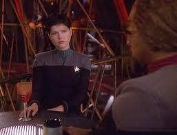 Ezri and Worf talking at Quark's