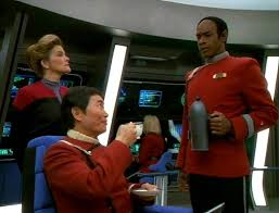 Tuvok bringing tea to Sulu on the bridge